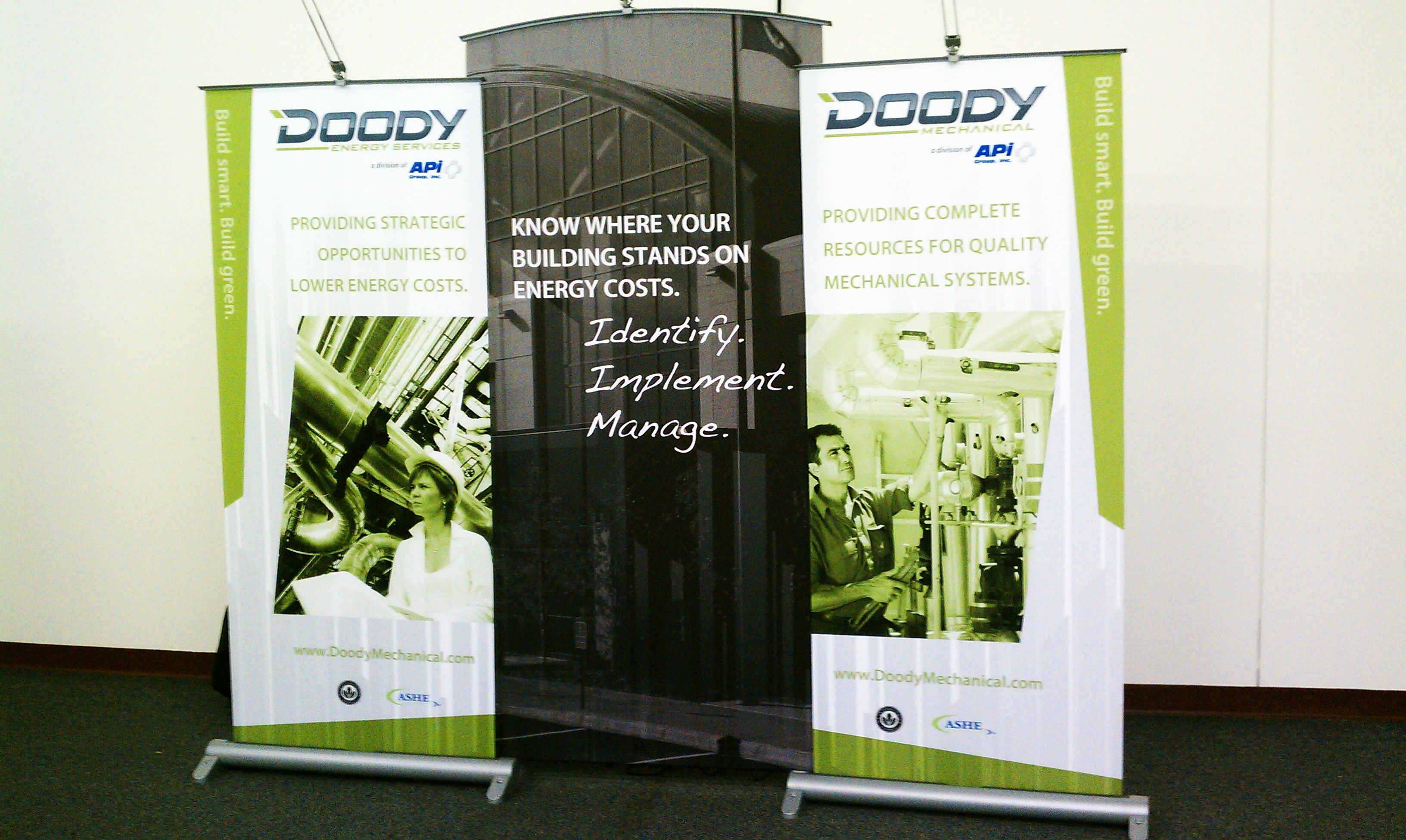 Doody Mechanical Banner Stand